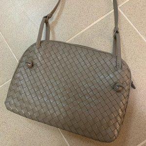 Intrecciato leather grey / taupe crossbody